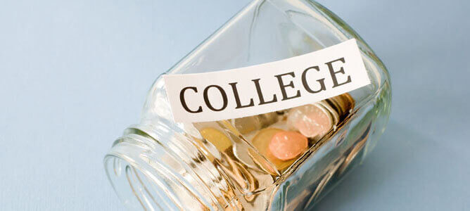 Six Easy Tips to Save Money in College